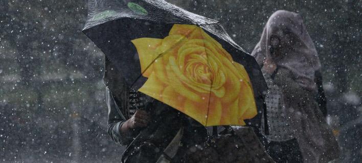Βροχερή ημέρα στην Αθήνα (Φωτογραφία: IntimeNews/ΧΑΛΚΙΟΠΟΥΛΟΣ ΝΙΚΟΣ)