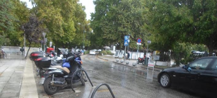 Καταιγίδα και δυνατός αέρας «σάρωσαν» τα Τρίκαλα [βίντεο]