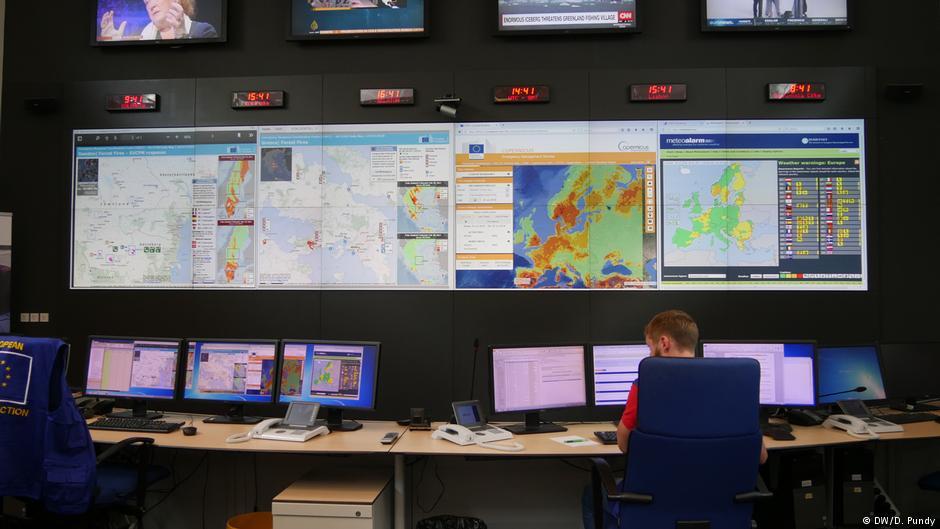 Δορυφορικές εικόνες και χάρτες της ΕΕ στο δωμάτιο ελέγχου του KΣΑΕΕ στις Βρυξέλλες, φωτογραφία: dw