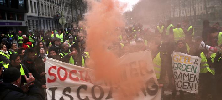 Οι διαδηλωτές κατευθύνθηκαν στο ευρωπαϊκό τετράγωνο φωνάζοντας συνθήματα κατά του Βέλγου πρωθυπουργού (Φωτογραφία: ΑΡ/Francisco Seco)