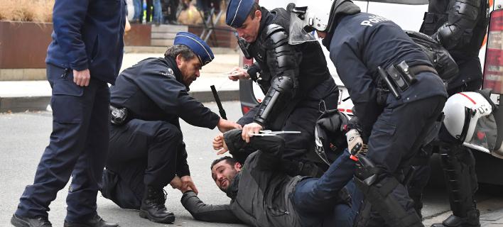 Πάνω από 400 άτομα συνελήφθησαν το Σάββατο σε κινητοποίηση των «κίτρινων γιλέκων» στις Βρυξέλλες (Φωτογραφία: ΑΡ)