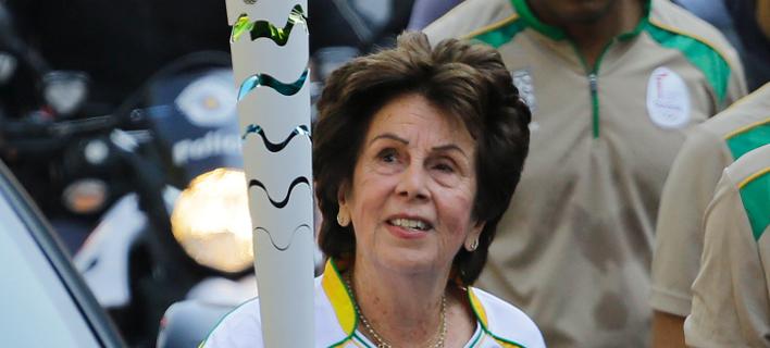 Η Μαρία Μπουένο κρατώντας τη δάδα στους Ολυμπιακούς Αγώνες στο Ρίο το 2016/Φωτογραφία: ΑΡ