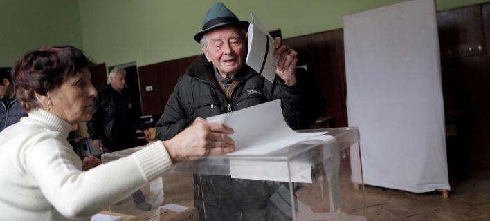 Στις κάλπες οι Βούλγαροι για πρόεδρο- Φαβορί ο πρώην αρχηγός της Πολεμικής Αεροπορίας
