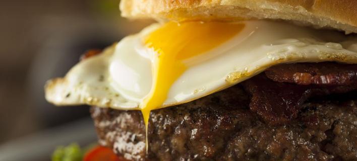 7 διευθύνσεις με λαχταριστά burger -Τυρί που λιώνει, ζουμερό μπιφτέκι και αυγό σε αφράτα ψωμάκια