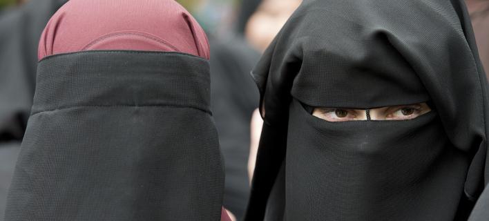 Απαγορεύεται πλέον η μπούρκα σε δημόσιους χώρους στη Δανία (Φωτογραφία: AP/ Boris Roessler)