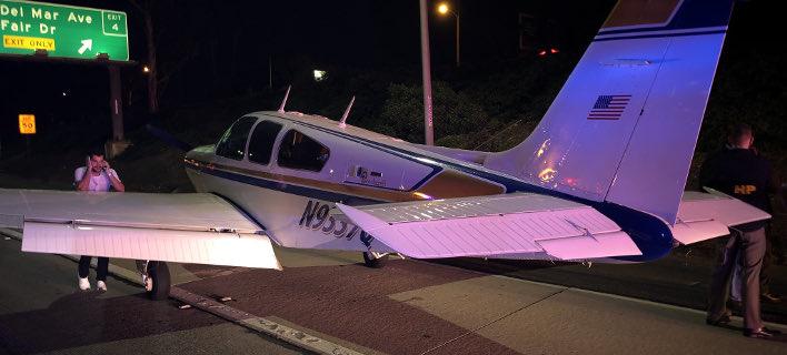 Αναγκαστική προσγείωση σε αυτοκινητόδρομο (Φωτογραφία: Twitter)