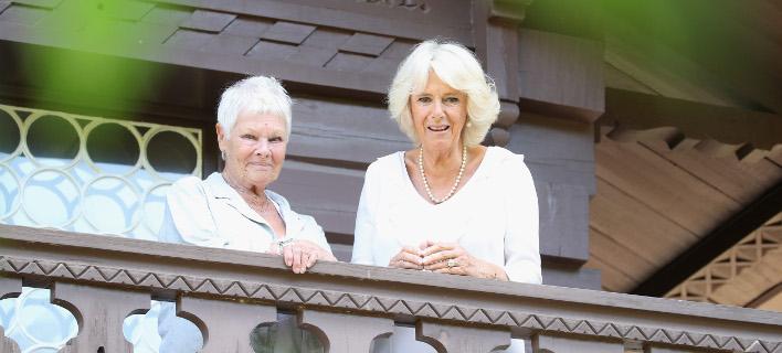 Η Τζούντι Ντεντς και η Καμίλα Πάρκερ Μπόουλς /Φωτογραφία: Getty Images