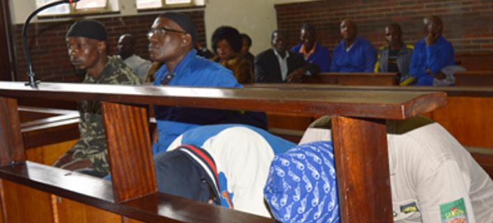 Oι κατηγορούμενοι στο εδώλιο δικαστηρίου στη Νότια Αφρική (Φωτογραφία: estcourtnews.co.za)