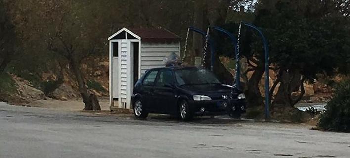 Κρητικός βρήκε απίστευτη πατέντα για να πλένει το αυτοκίνητό του εντελώς δωρεάν [εικόνες]