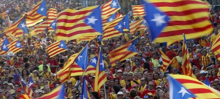 Στις κάλπες οι Καταλανοί: Ψηφίζουν για την ανεξαρτησία τους