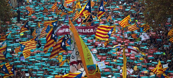 Αναβρασμός στην Καταλονία: Ο Ραχόι ξηλώνει την κυβέρνηση -«Δεν το αποδεχόμαστε» λέει ο  Πουτζδεμόν