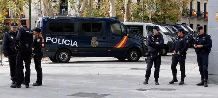 Μέχρι το Σάββατο θα έχει ολοκληρωθεί η απόσυρση των Ισπανών αστυνομικών (Φωτογραφία: ΑΡ)