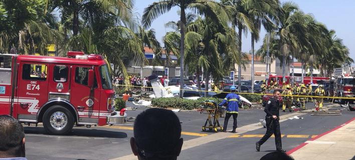 Η αστυνομία απέκλεισε την περιοχή γύρω από το πάρκινγκ, όπου καρφώθηκε το δικινητήριο Cessna (Φωτογραφία: ΑΡ)