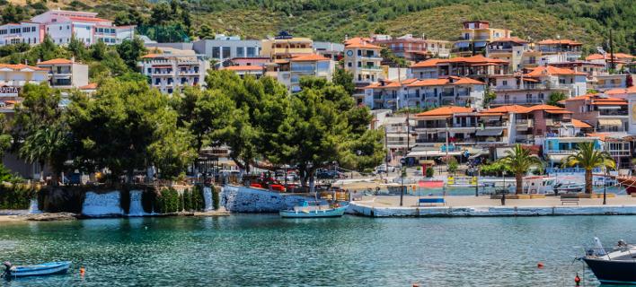 Μόδα στη Χαλκιδική: Μετατρέπουν μαγαζιά και γραφεία σε εξοχικά και τα πουλάνε από 15.000 ευρώ