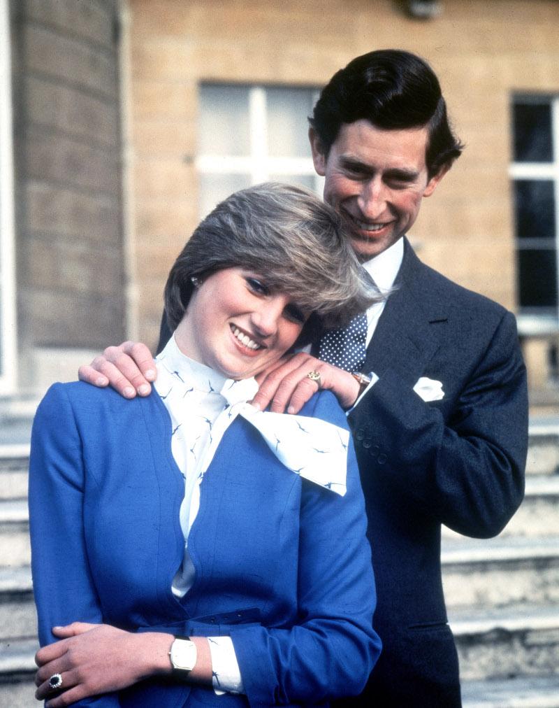 Η φωτογραφία του αρραβώνα της πριγκίπισσας Νταϊάνας με τον πρίγκιπα Κάρολο