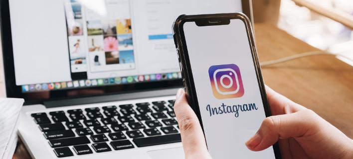 Μια γυναίκα σερφάρει στο Instagram/ Φωτογραφία: Shutterstock