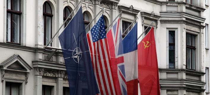 Τηλεφωνική επικοινωνία των αρχηγών των γενικών επιτελείων της Ρωσίας και του ΝΑΤΟ /Φωτογραφία pixabay