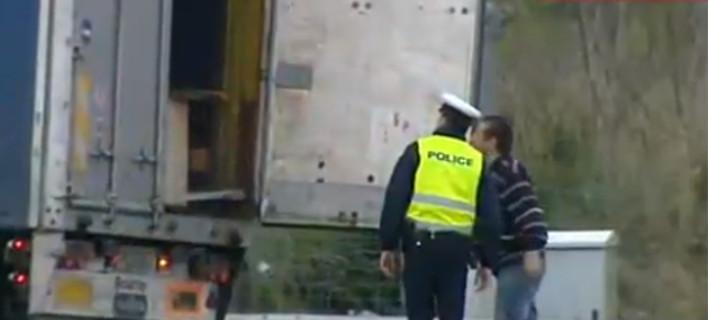 Διόδια Αφιδνών: Η τροχαία κάνει έλεγχο στα φορτηγά -Φοβούνται μήπως μεταφέρουν τρακτέρ στην Αθήνα [εικόνες]
