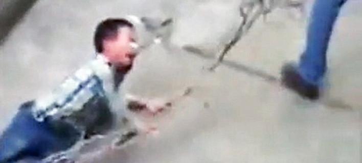 Εξοργιστικό βίντεο: Πατέρας στην Κίνα σέρνει τον γιο του δεμένο από το λαιμό, σαν σκύλο [εικόνες & βίντεο]