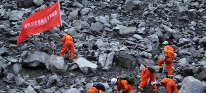 Χάνονται οι ελπίδες στην Κίνα -15 νεκροί και 118 αγνοούμενοι από την κατολίσθηση