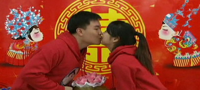 Κανείς δε λέει «σ'αγαπώ» στην Κίνα - Ακόμα προκαλούν αμηχανία οι εντολές του Μαο