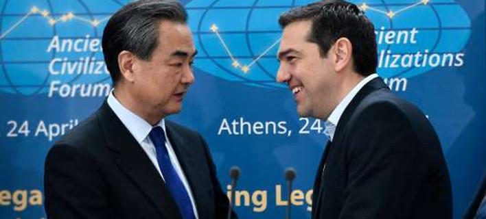 Le Monde: Προκάλεσε διπλωματικό σεισμό η Ελλάδα που δεν υπέγραψε για τα ανθρώπινα δικαιώματα στην Κίνα