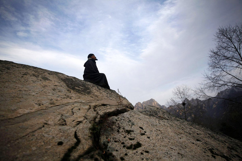 Vavel.gr | Πάμπλουτος Κινέζος σώθηκε από θαύμα, χάρισε τα χρήματά του και τώρα ζει στα βουνά
