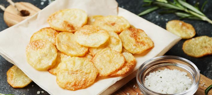 Τραγανά τσιπς στο φούρνο μικροκυμάτων με απειροελάχιστες θερμίδες