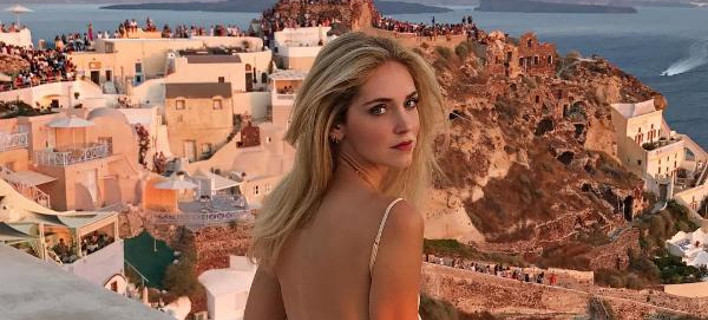Στη Σαντορίνη η διάσημη μπλόγκερ Κιάρα Φεράνι -Διαφημίζει το νησί σε όλο τον κόσμο [εικόνες]