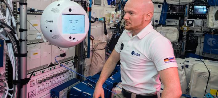 Ο CIMON και ο Γερμανός αστροναύτης Αλεξάντερ Γκερστ