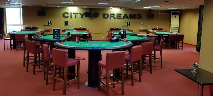 «Λαβράκι» ΣΔΟΕ σε παράνομο καζίνο - Κατάσχεσαν από μάρκες μέχρι όπλο