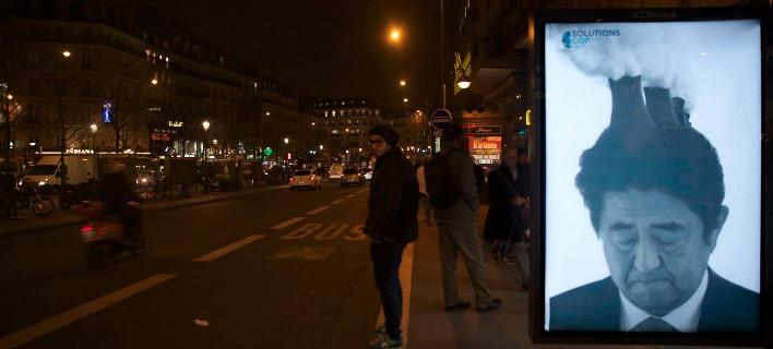 Γέμισε το Παρίσι αφίσες κατά των ηγετών -Τους κατηγορούν για την κλιματική αλλαγή [εικόνες]