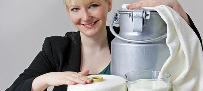 Φτιάχνει ρούχα από ληγμένα τυριά και γάλατα -Φιλικά στο δέρμα [βίντεο]