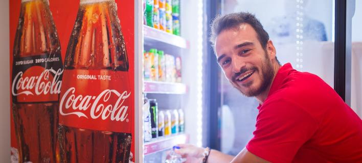 Σε προσλήψεις εποχικών υπαλλήλων προχωρά η Coca Cola