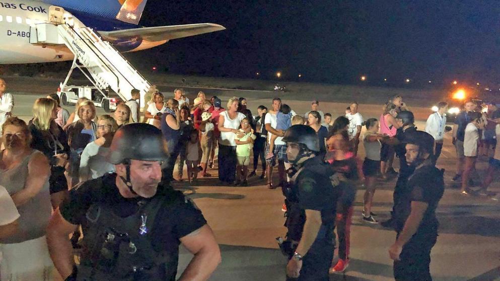 Μόλις είχαν βγει από το αεροσκάφος οι επιβάτες