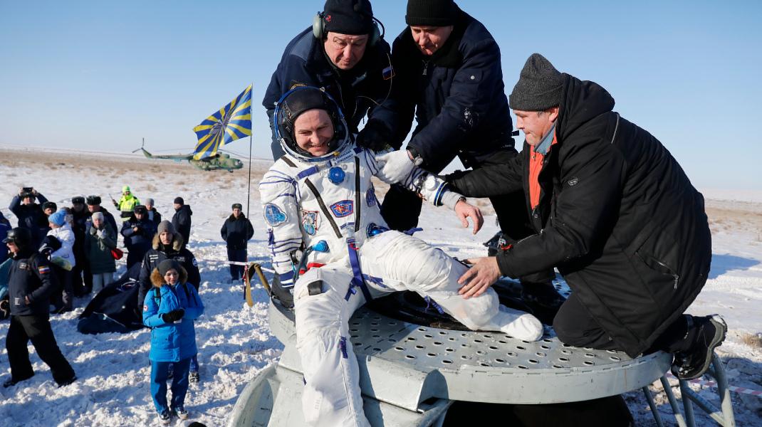 Ρώσος κοσμοναύτης ξανά στη Γη μετά από 6 μήνες στον Διεθνή Διαστημικό Σταθμό -Φωτογραφία: AP Photo/Dmitri Lovetsky, Pool