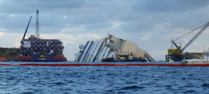 Παρασκευή 13 Ιανουαρίου του 2012 το κρουαζιερόπλοιο Costa Concordia ναυαγεί στις ακτές της Ιταλίας / AP