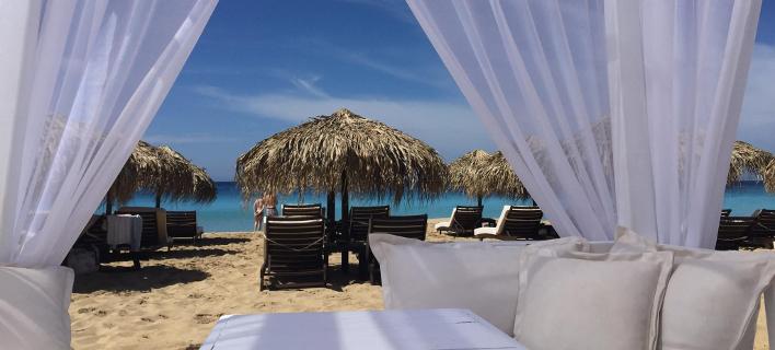 Costa Costa: Το απόλυτο beach bar του Ιονίου -Κοκτέιλ με θέα το γαλάζιο, βουτιές σε μαγικά νερά