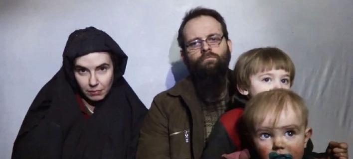 H οικογένεια λίγους μήνες πριν την απελευθέρωσή της.