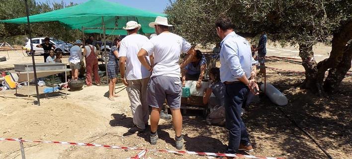 Ανέλπιστο! Βούλιαξε το έδαφος στην Κρήτη και βρήκαν μινωικό τάφο [εικόνες]