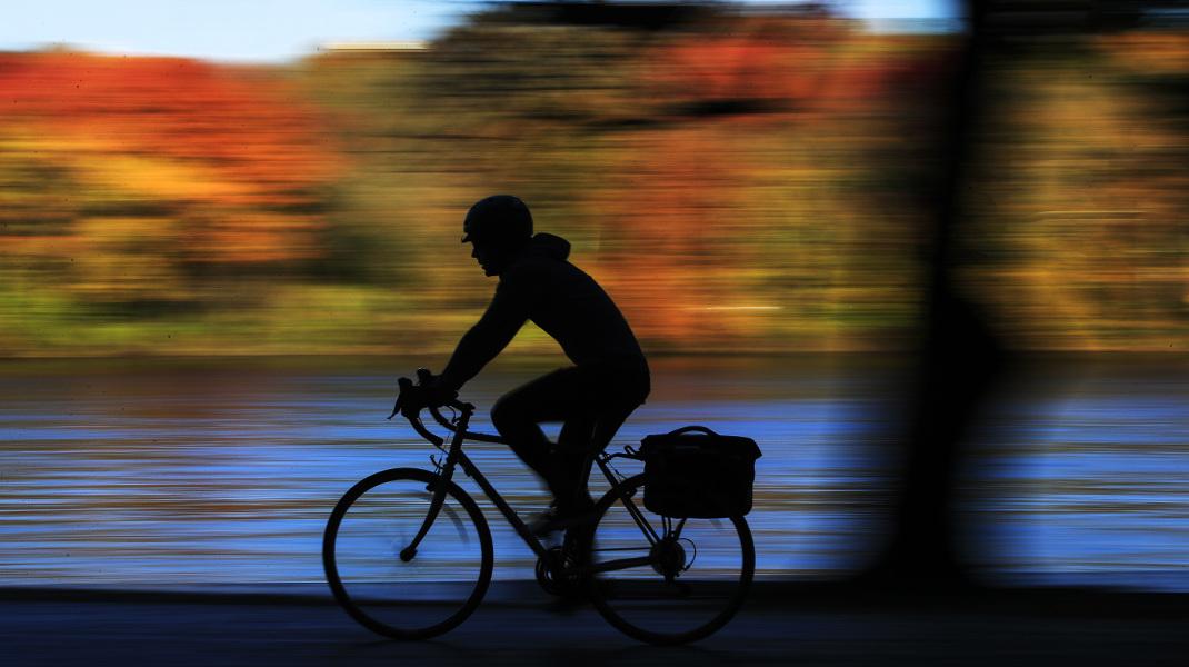 Βόλτα με ποδήλατο στην φθινοπωρινή Φιλαδέλφεια των ΗΠΑ -Φωτογραφία: AP Photo/Matt Rourke