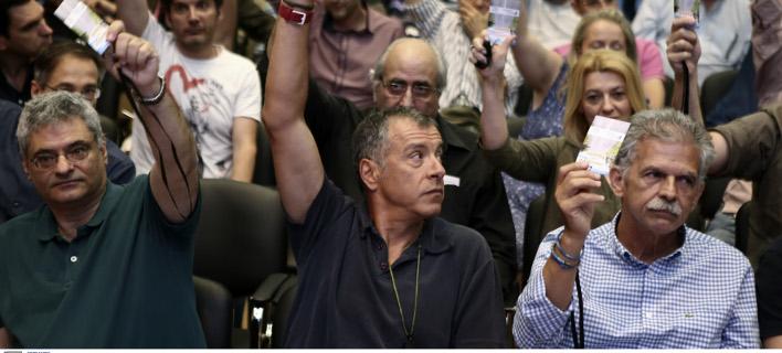 Ο βουλευτής του Ποταμιού Σπύρος Δανέλλης μαζί με τον Σταύρο Θεοδωράκη- φωτογραφία intimenews