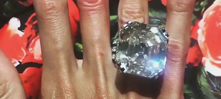 Το δαχτυλίδι 70 καρατίων που χάρισε Ρώσος ολιγάρχης στη σύζυγό του -Κοστίζει 7 εκατ. λίρες [εικόνες]