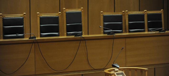 Να ανασταλεί το «αναβολόσημο» ζητούν η δικηγόροι από τον Κοντονή