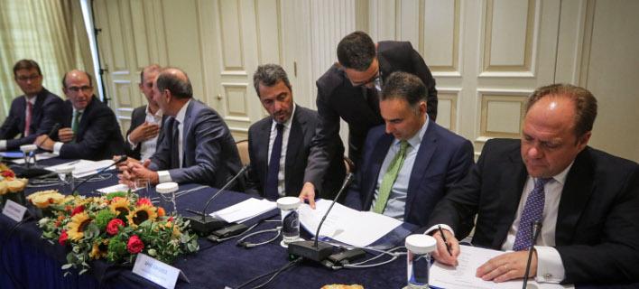 Κατά την υπογραφή της πώλησης του 66% του ΔΕΣΦΑ-Φωτογραφία: Eurokinissi/Γιάννης Παναγόπουλος