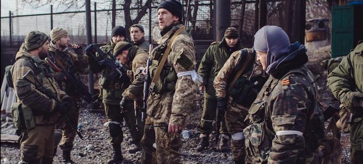 Κατέρρευσε η εκεχειρία στην Ουκρανία: Προελαύνουν οι φιλορώσοι – Με νέες κυρώσεις προειδοποιεί η Δύση