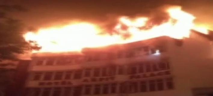 Πυρκαγιά σε ξενοδοχείο στο Νέο Δελχί -Τουλάχιστον 17 νεκροί [εικόνες & βίντεο]