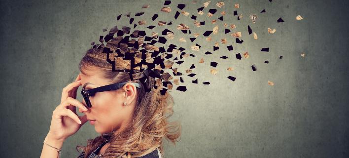 Μια γυναίκα που πάσχει από άνοια, Φωτογραφία: Shutterstock