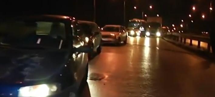 Θεσσαλονίκη: Καραμπόλα πέντε αυτοκινήτων στη γέφυρα του Δενδροποτάμου