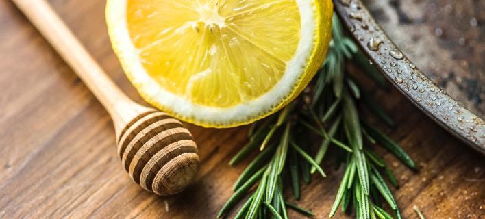 Λεμόνι, μέλι και δεντρολίβανο/ Φωτογραφία: Unsplash/ rawpixel